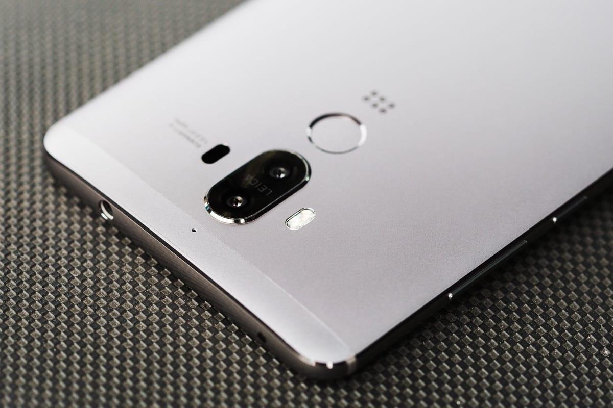 Появились фотографии крупного телефона Huawei G10