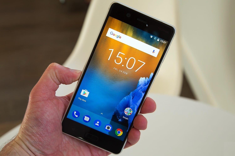 В России резко подешевел смартфон Nokia 8