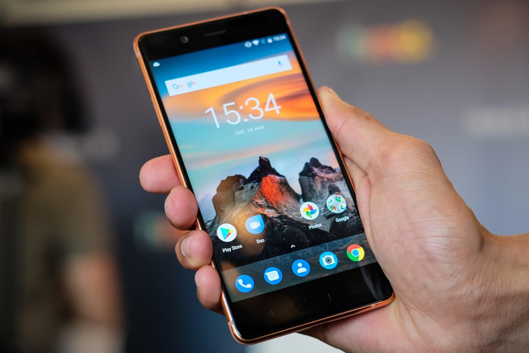 Самый мощнейший вмире Android-смартфон сокрушительно упал вцене в Российской Федерации