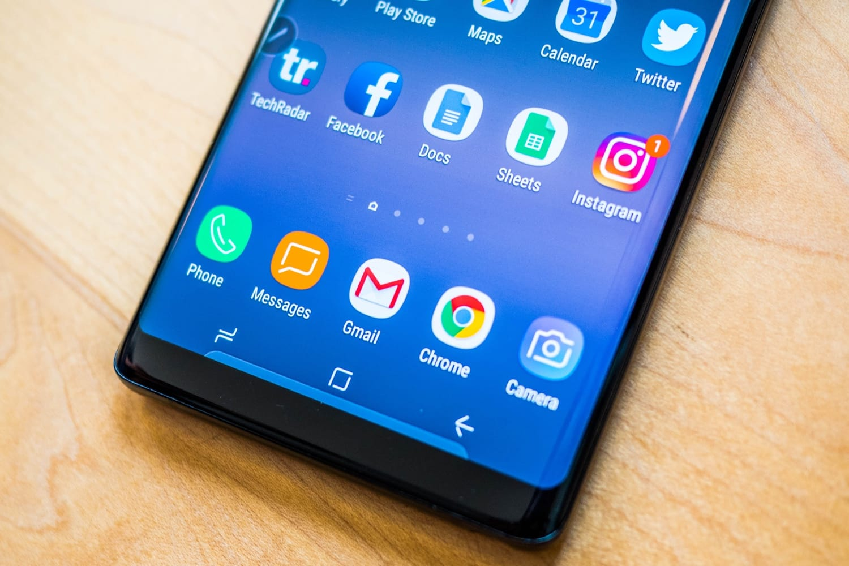Самсунг выпустит смартфон соскладным дисплеем в предстоящем 2018г.