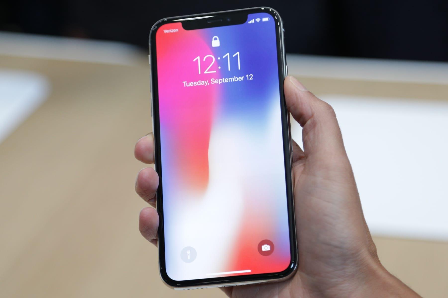 Собственникам  новых iPhone придется платить  забыструю зарядку