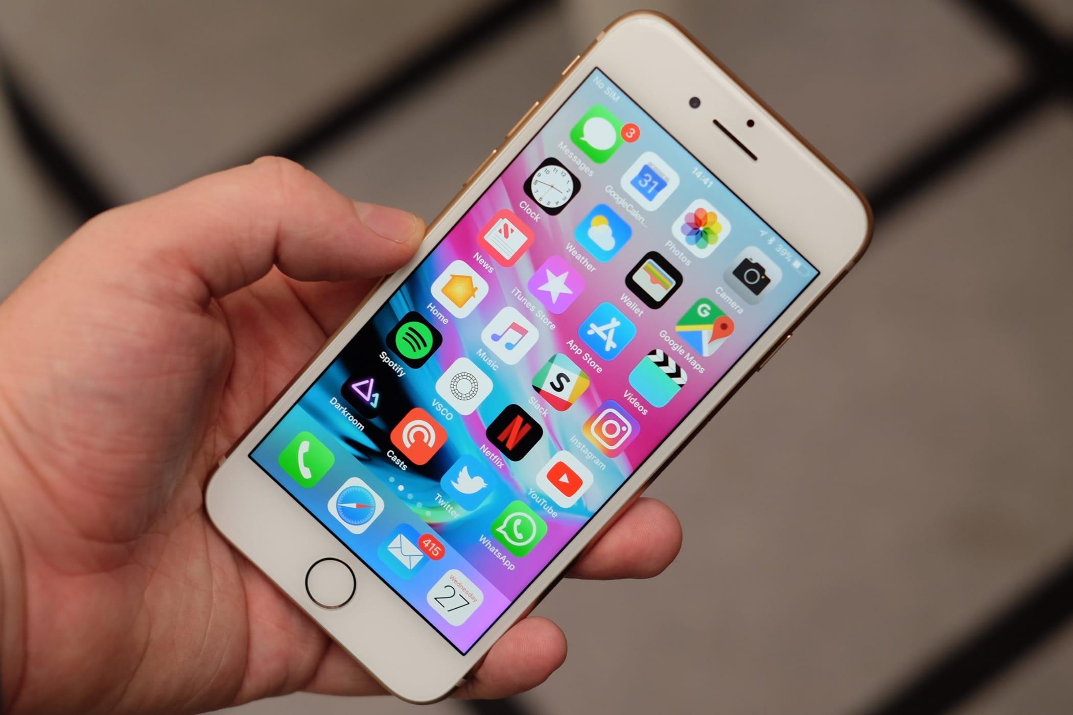 Apple сократит производство iPhone 8 вдвое