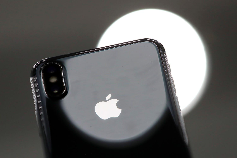 Apple увеличит продажи iPhone Xпутем понижения требований попроизводству FaceID