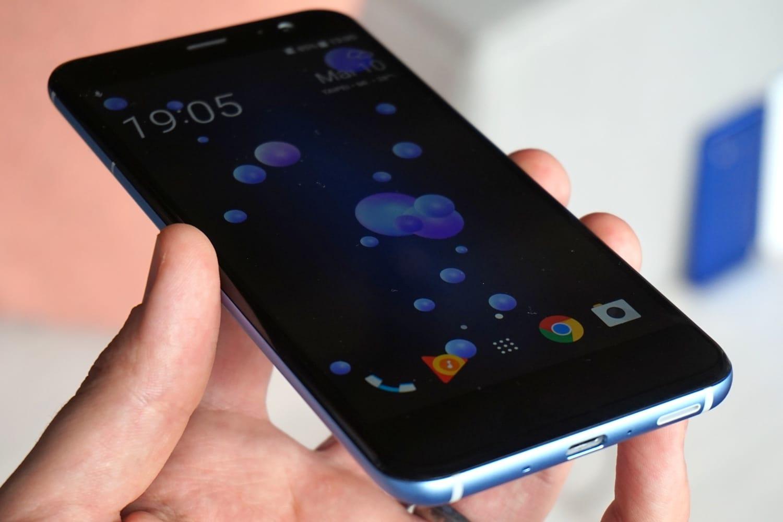 Новый тизер HTC U11 + демонстрирует безрамочный экран
