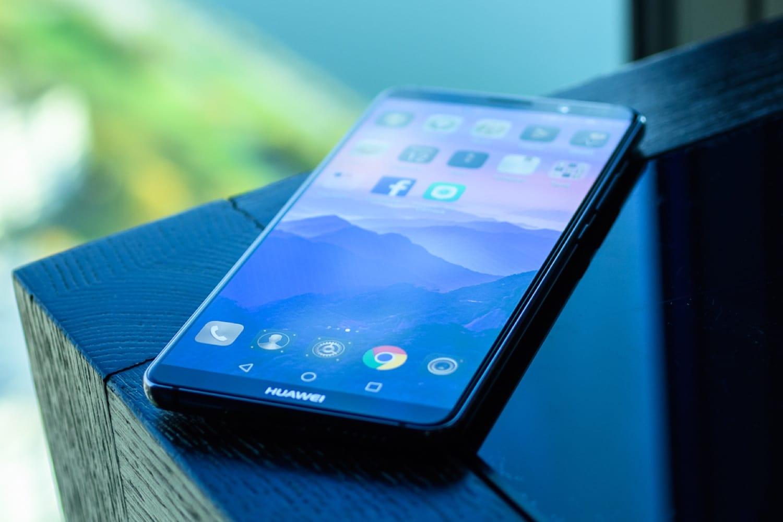 Погоня за Самсунг. Компания Huawei создала прототип раскладного телефона