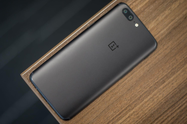 OnePlus анонсировал показ безрамочного телефона 5T в КНР