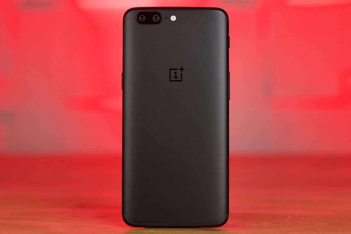 OnePlus назвала дату анонса своего нового безрамочного телефона