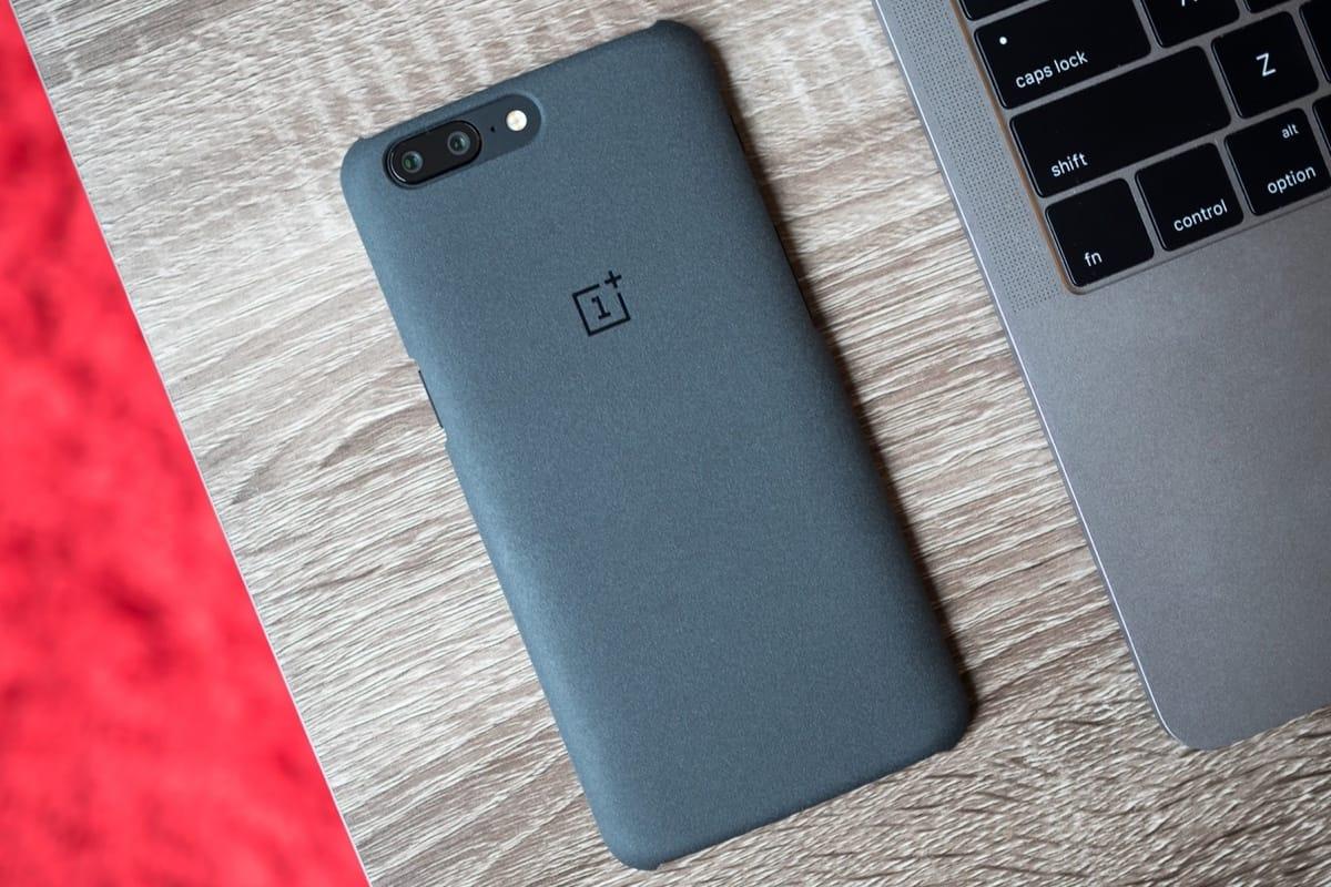 Безрамочный OnePlus 5T засветился нановом рендере