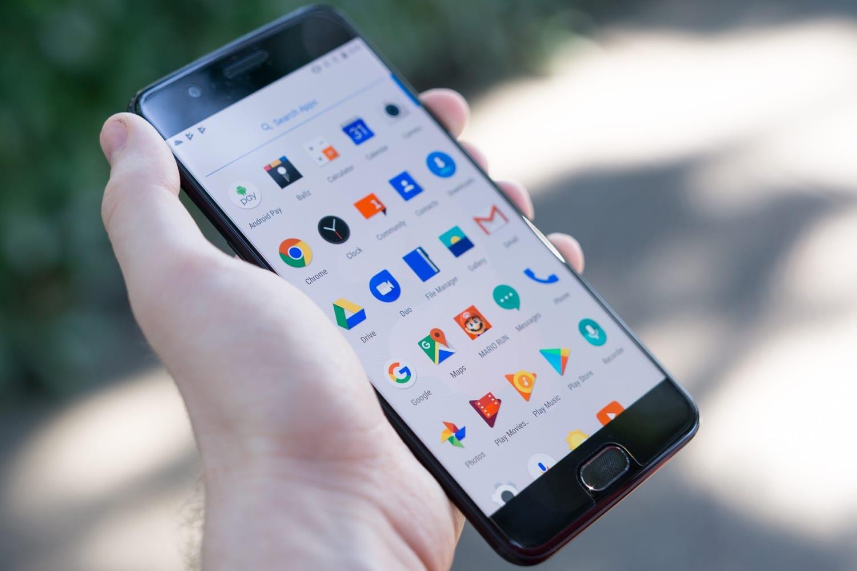 Мобильные телефоны OnePlus собирают личную информацию овладельцах устройств