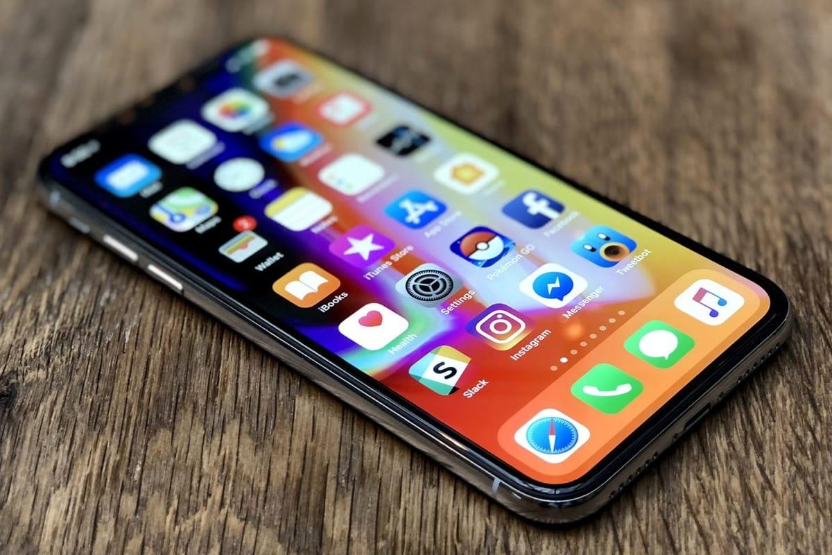Нанекоторых телефонах  iPhone Xзамечен дефект монитора