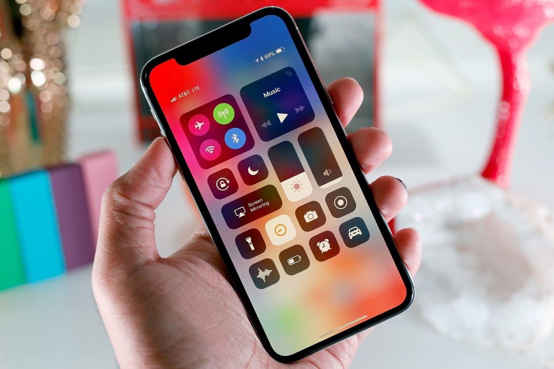 Клиенты  возвращают новые iPhone Xобратно вмагазины— специалисты