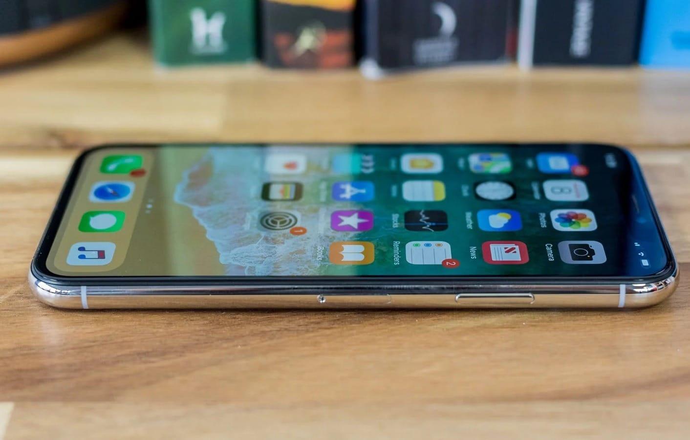 Apple признала проблему чувствительности экрана Iphone Xнахолоде