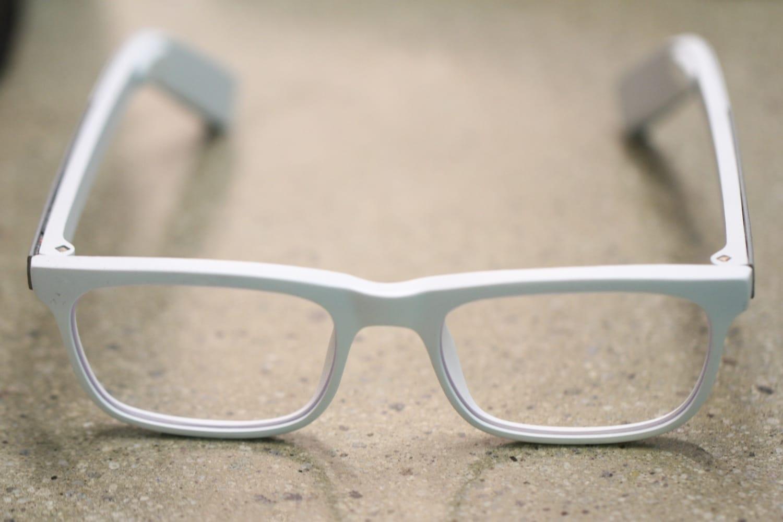 Google патентует «умные» солнцезащитные очки сновой конструкцией