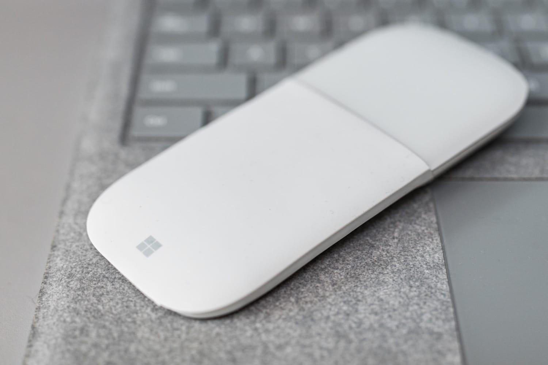 Microsoft презентовала в РФ изгибающуюся мышь Surface Arc