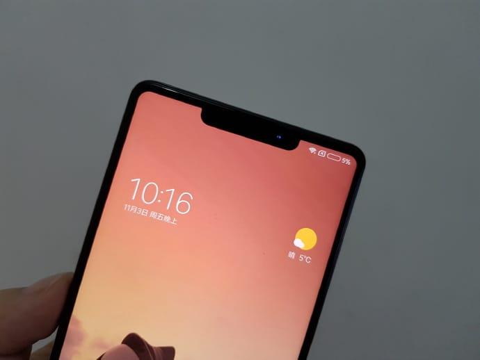 Xiaomi MiMix 2s выглядит как iPhone X