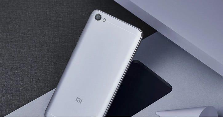 Первые фото безрамочного фаблета Xiaomi Redmi 5 Plus
