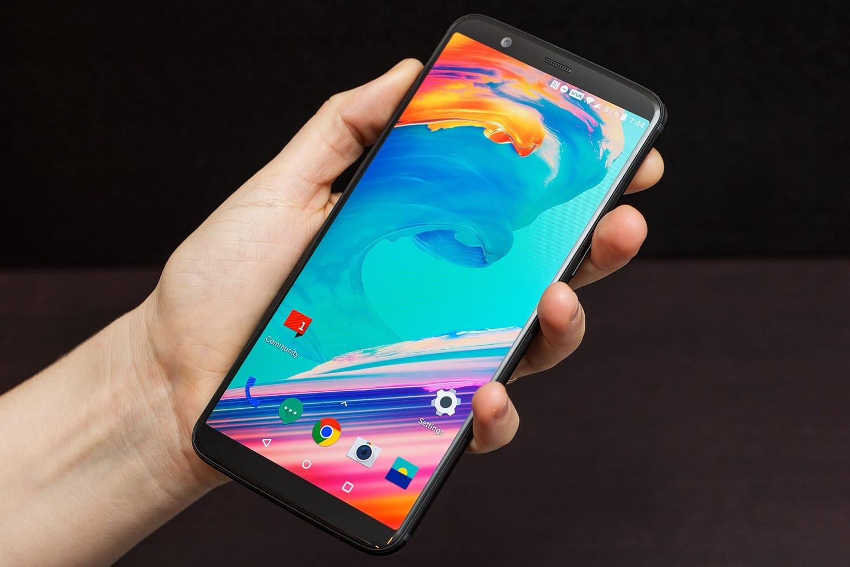 В РФ в реализацию вышел новый флагман OnePlus 5T