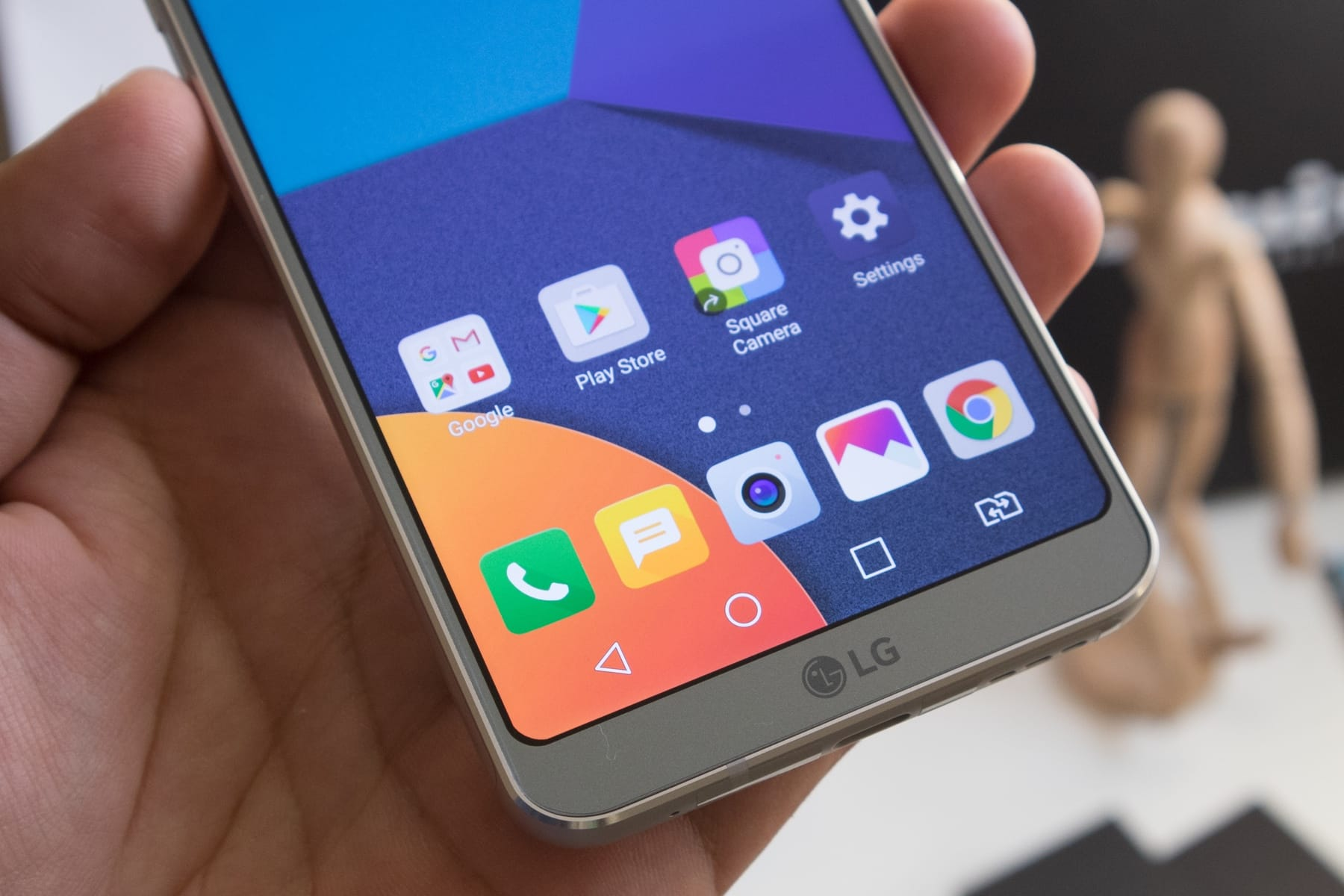 0 Безрамочный LG G6 сокрушительно рухнул в цене в России почти в два раза