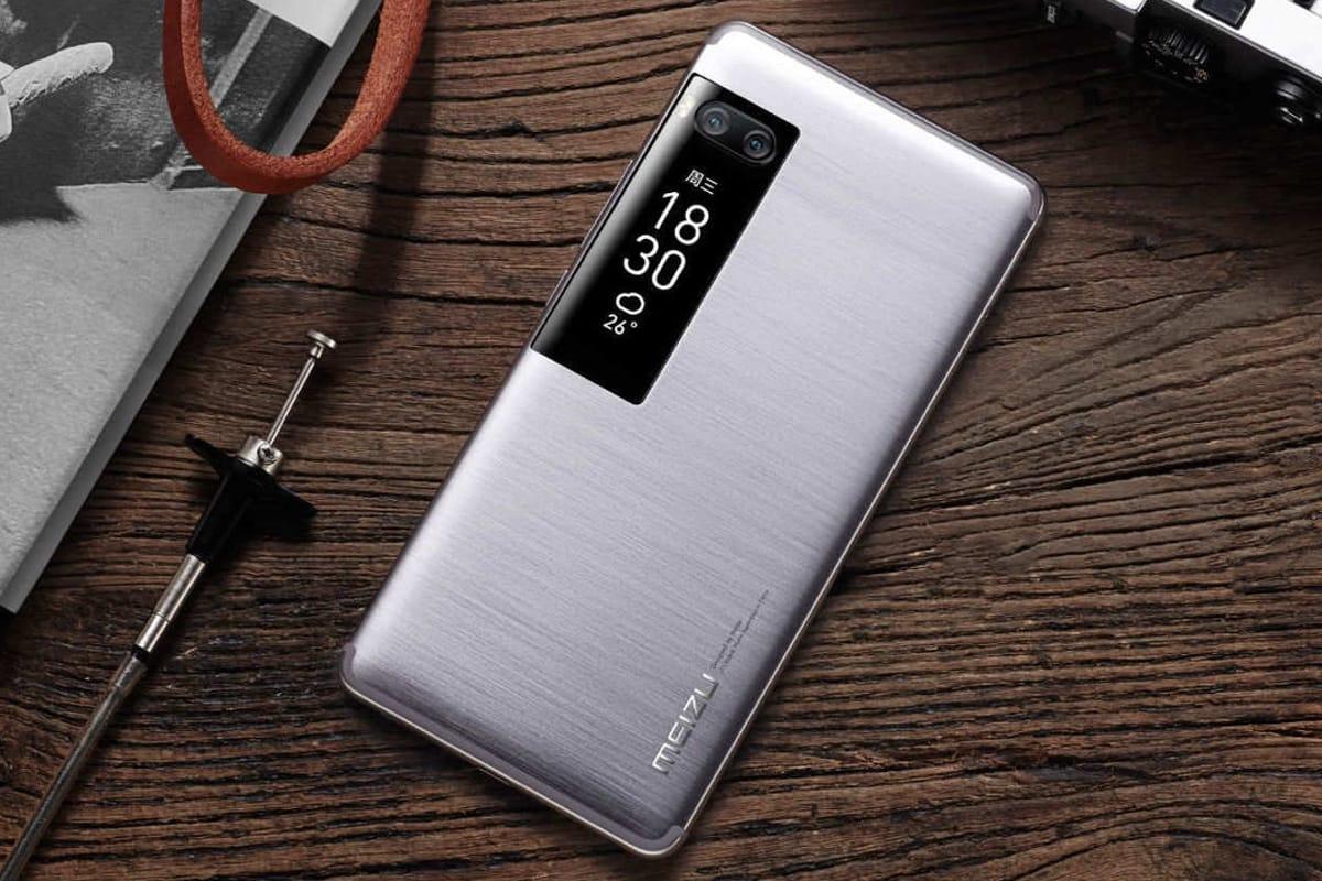 Двухдисплейный смартфон Meizu Pro 7 Plus упал вцене на 10 тыс. руб.
