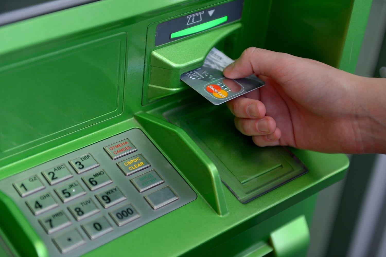 «Можно сломать терминал». Клиент Сбербанка взломал банкомат нажатием накнопку Shift