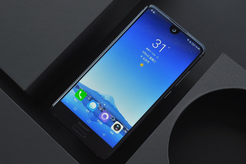 Sharp FS8018— смартфон среднего уровня без двойной камеры