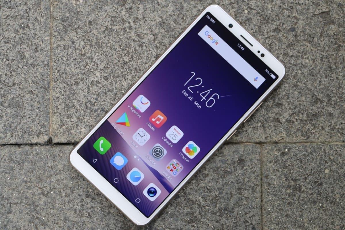 В Российской Федерации вскором времени начнутся официальные продажи безрамочных телефонов Vivo V7 иV7+