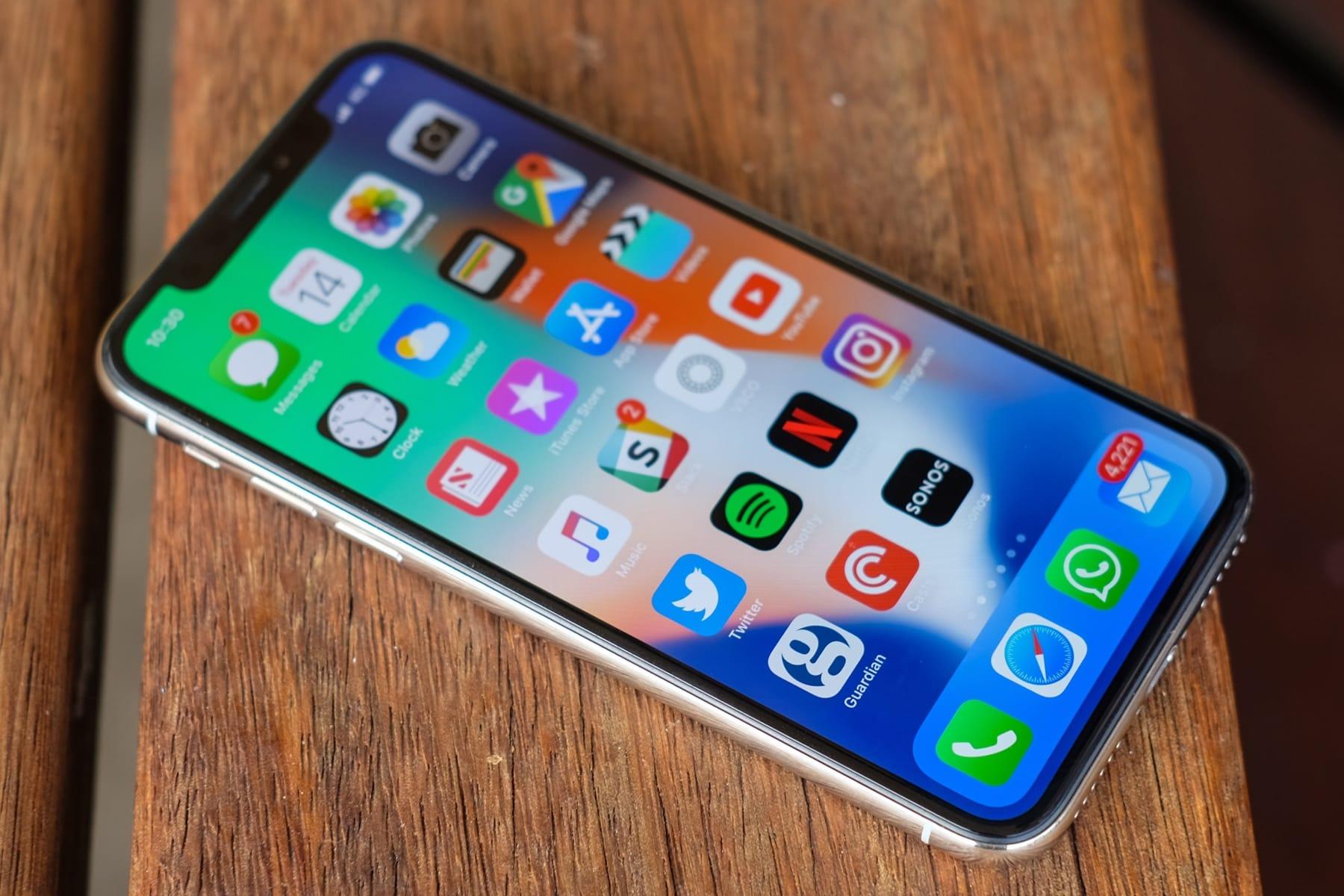 Все айфоны 2018 года получат «монобровь»