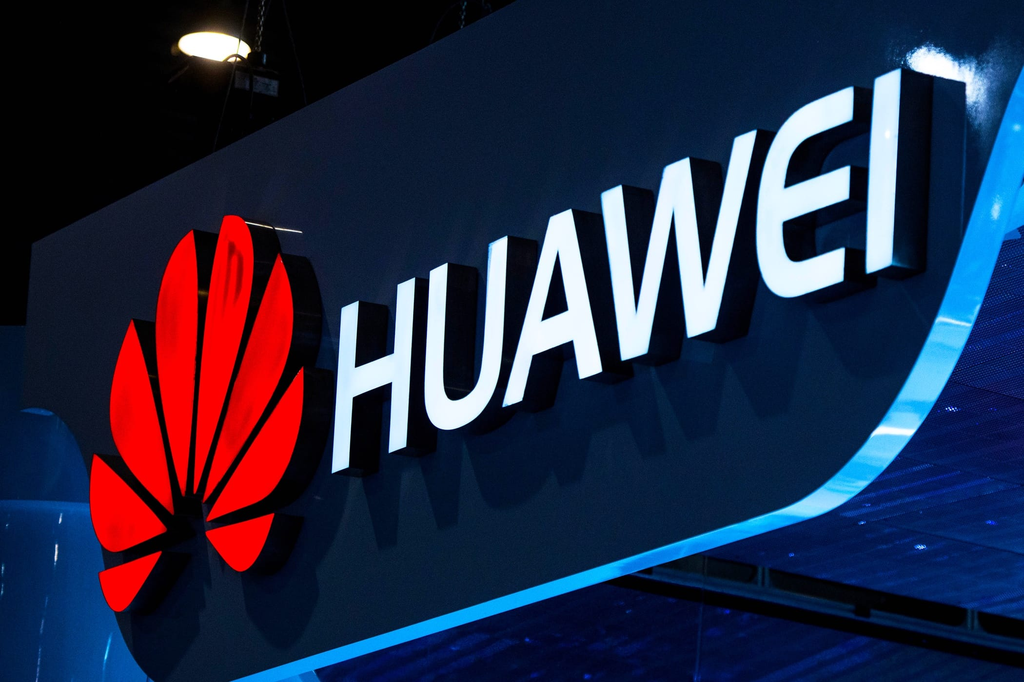 Huawei покажет новейшую технологию быстрой зарядки наMWC 2018