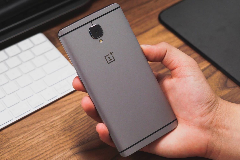 Злоумышленники украли данные банковских карт 40 000 клиентов телефонов OnePlus