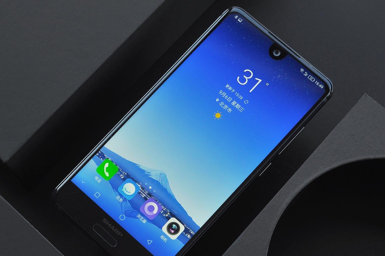 Sharp выпустит смартфон сбольшим безрамочным дисплеем