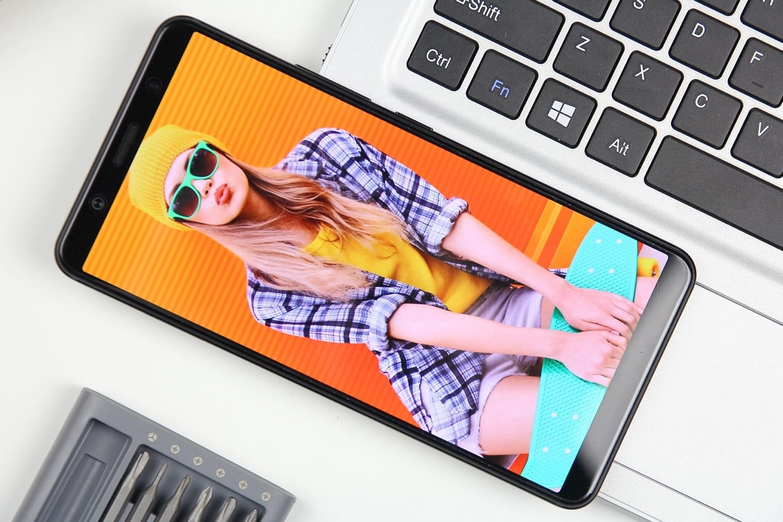 Компания Vivo показала смартфон совстроенным в экран сканером отпечатков п ...