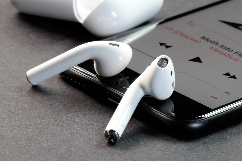 Apple может выпустить водостойкие AirPods 2 споддержкой Siri в2015г.