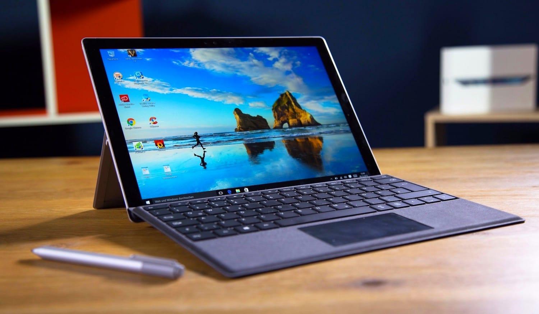 Владельцы планшета Microsoft Surface Pro 4 «лечат» его вморозильной камере