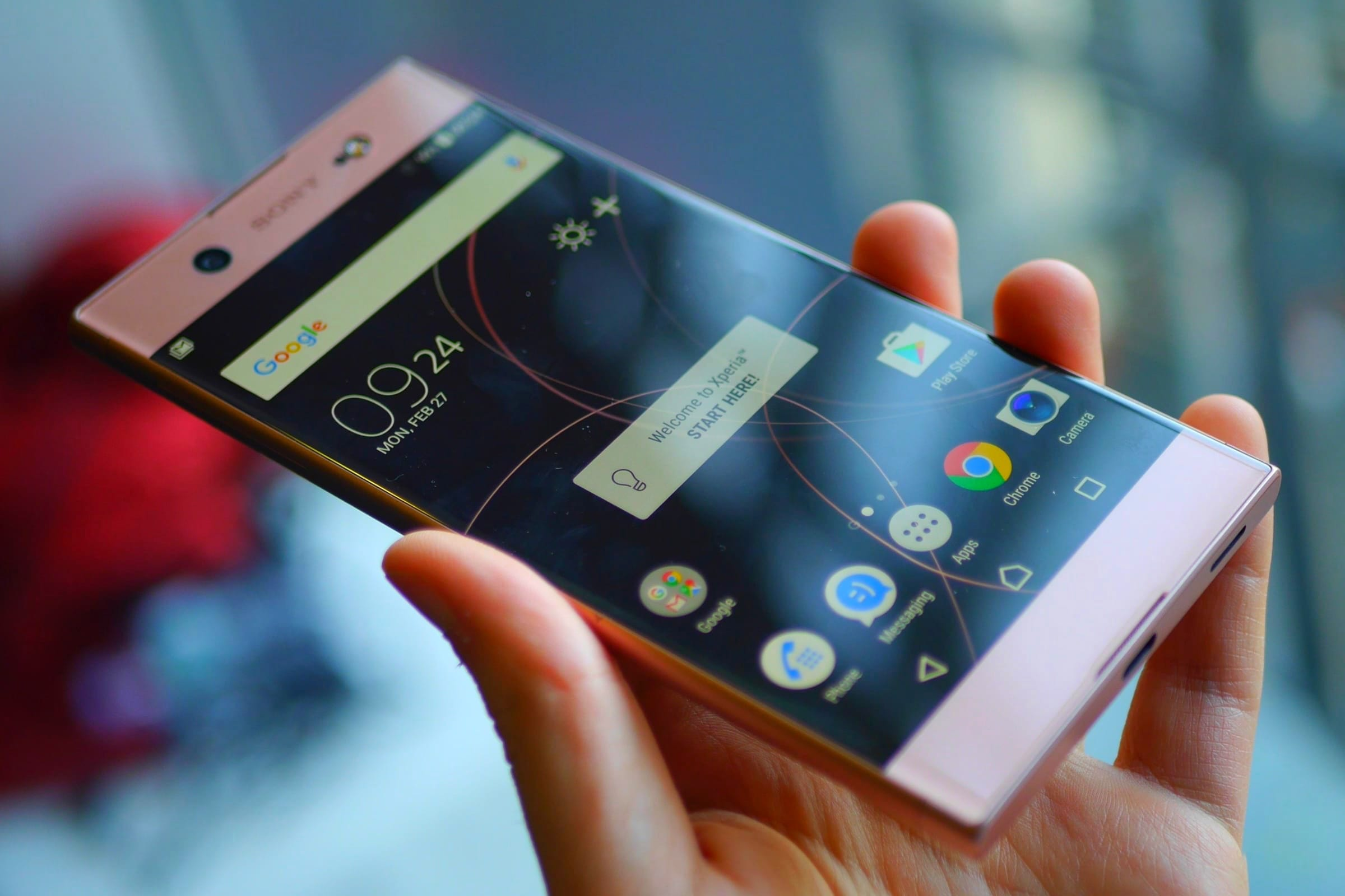 Флагманский смартфон Сони Xperia XZ2 Compact появился на«живой» фотографии