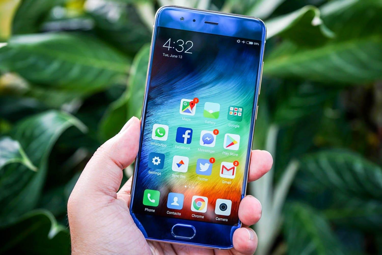Цена флагмана Xiaomi Mi6 в РФ обрушилась до22 400 руб.