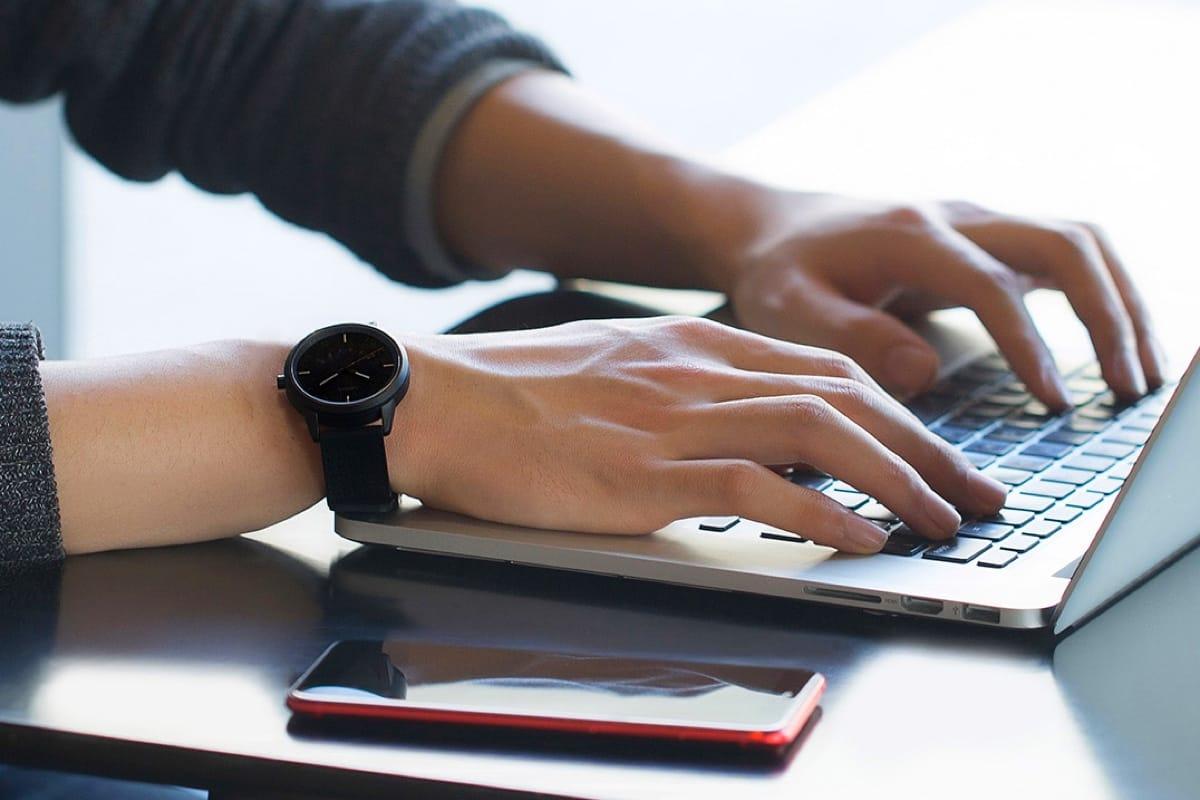 Lenovo представила гибридные умные часы