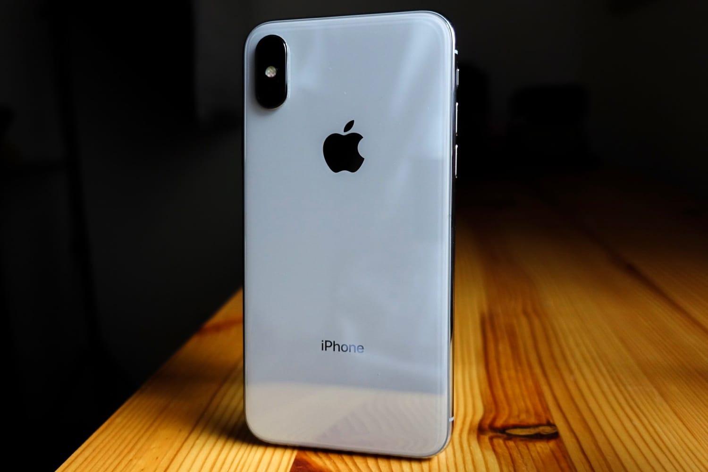 Siri может прочесть сообщения, пришедшие назаблокированный iPhone