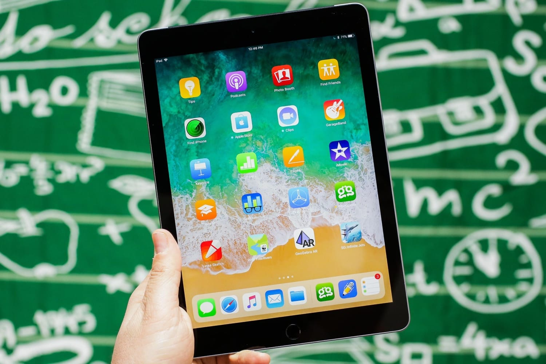 IFixit разобрали iPad 2018 и оценили планшет на 2 балла из 10