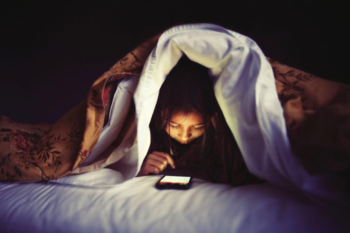 Мобильные телефоны Apple iPhone больше небудут слепить глаза