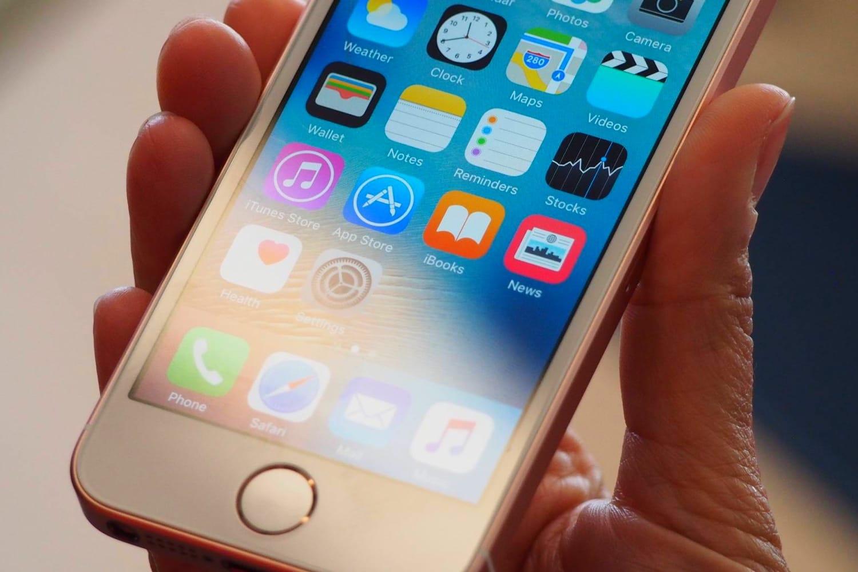 Вглобальной web-сети  появились первые фотографии телефона  iPhoneSE 2