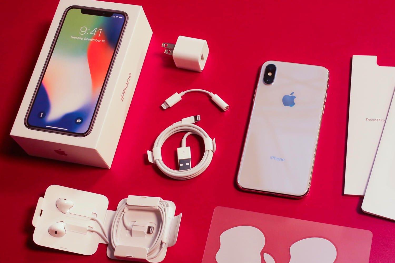 Специалисты: Комплект поставки для телефонов Apple обеднеет еще больше