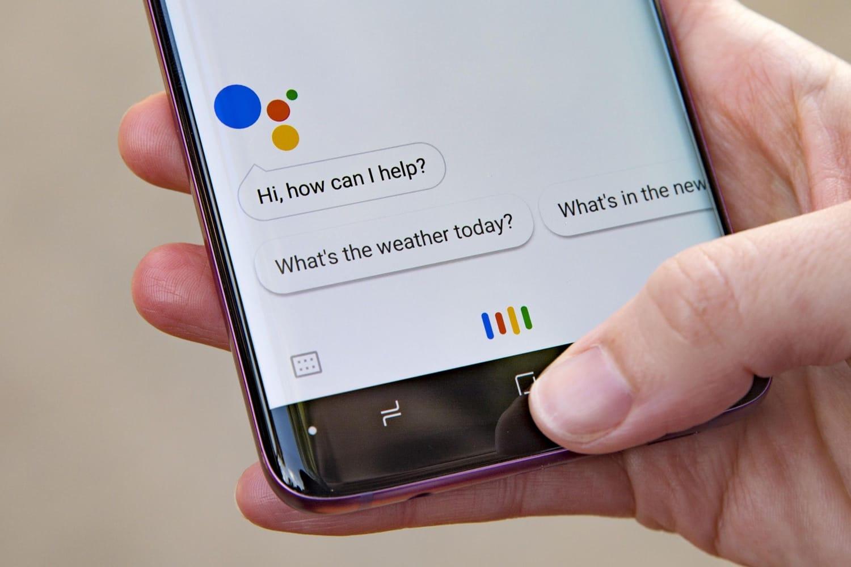 Google пообещал предупреждать людей, что они говорят потелефону сроботом