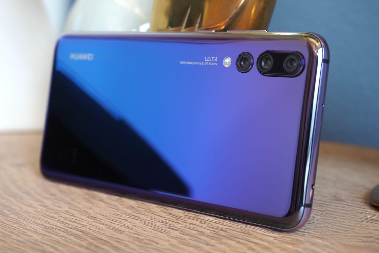 Huawei P20 Pro появился вновом цвете в РФ