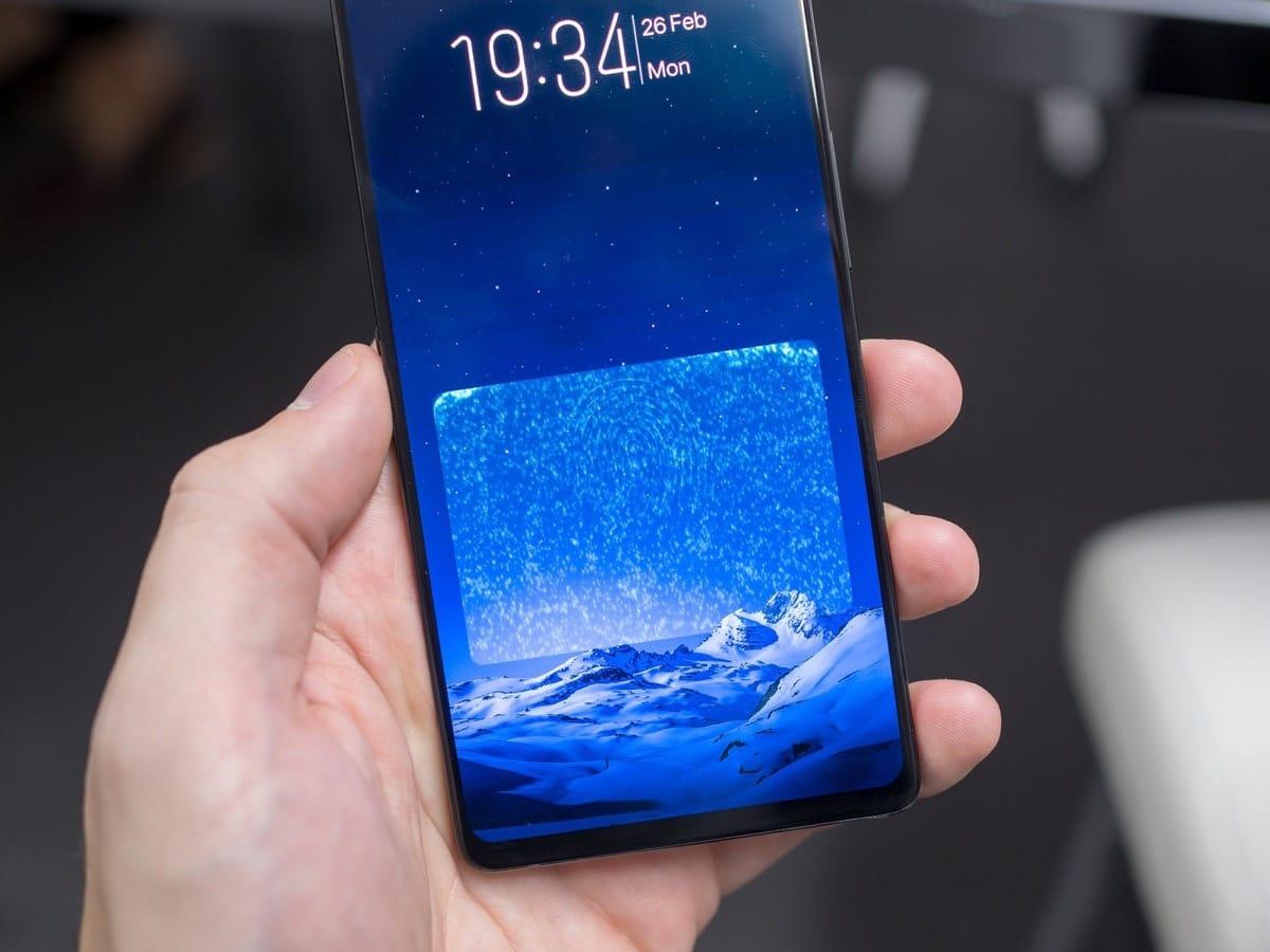 Самсунг Galaxy S10 может получить сканер отпечатков пальцев вэкране