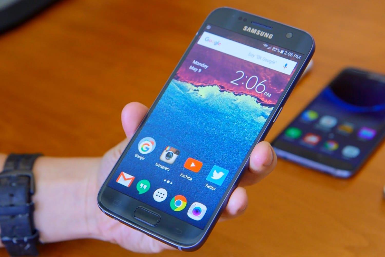Смартфон Самсунг  Galaxy J5 резко упал вцене  в РФ