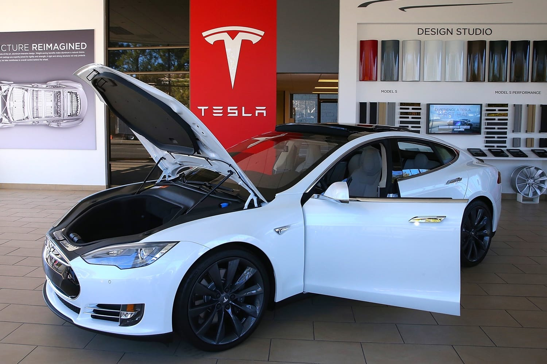 Предзаказ наэлектромобили Tesla открылся в РФ