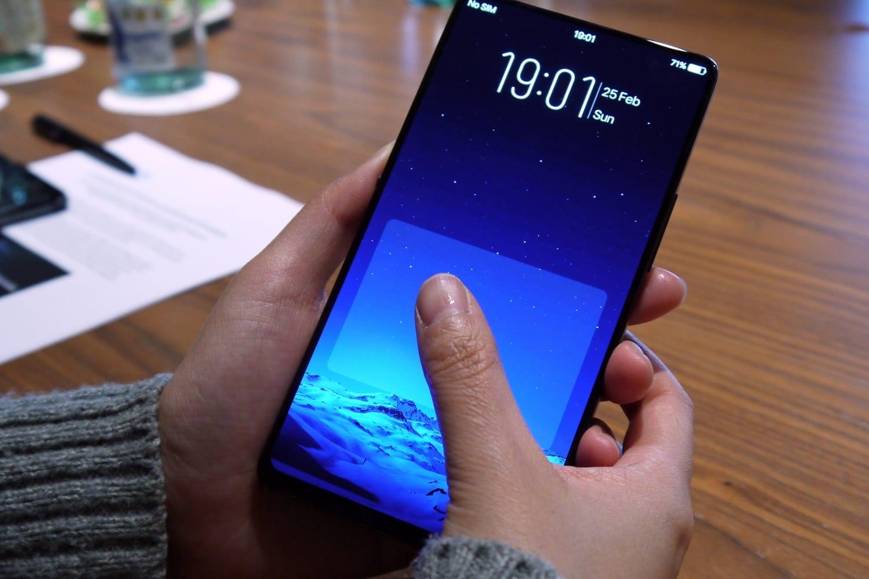 Официально презентован безрамочный смартфон Vivo Z1