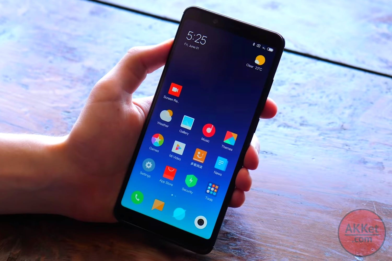 Смартфон Xiaomi Mi8 12июня появится в 2-х  новых цветах