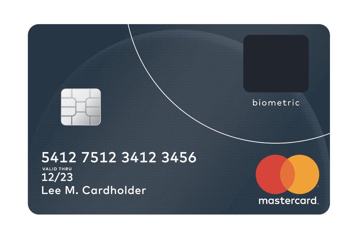 В новые банковские карты Visa и MasterCard встроен сканер отпечатков пальцев