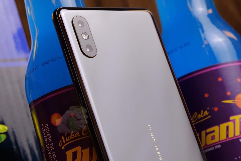 1 Потрясающе Xiaomi Mi MIX 3 свел с ума миллионы людей своей особенностью